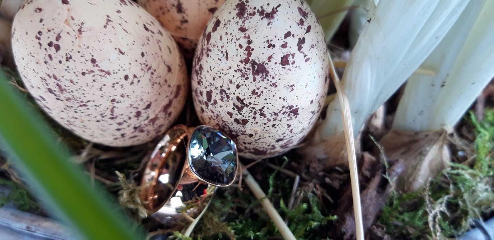 Ringe - Modeschmuck mit Glassteinen rosé & blau - mit Samtkästchen - Größe der Ringe 2CM - Osterpreis je €29 statt €40